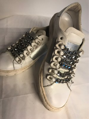 Aufwändiger Sneaker