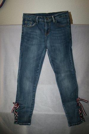 ausgefallene Jeans mit Schnürung an den Beinen in blau Gr. M