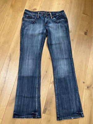 Ausgefallene Jeans mit Stickerei