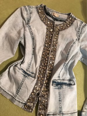 Ausgefallene Jeansjacke mit Glassteinen