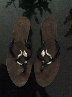 Ausgefallene Sandalen mit Schlange