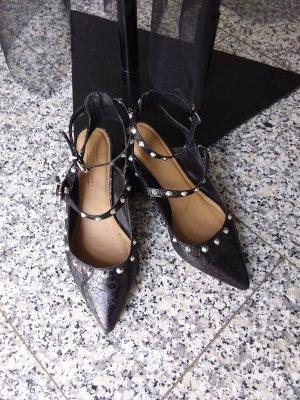 Ausgefallene Schuhe mit Nieten