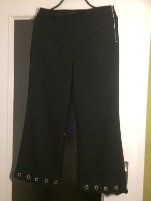 Ausgefallene schwarze 7/8 Hose mit Metallringen am Bein