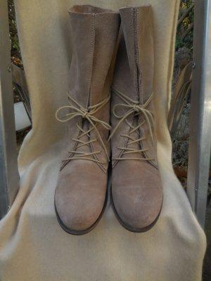 Ausgefallene Stiefeletten aus Velourleder von Post Xchange, Beige