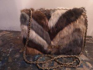 ausgefallene Tasche mit Fellbesatz aus Italien
