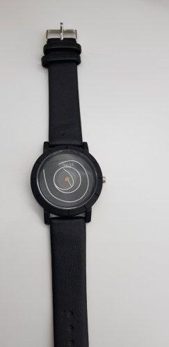 Ausgefallene Uhr in schwarz mit Batterie
