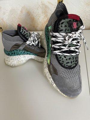 Sneaker con tacco multicolore