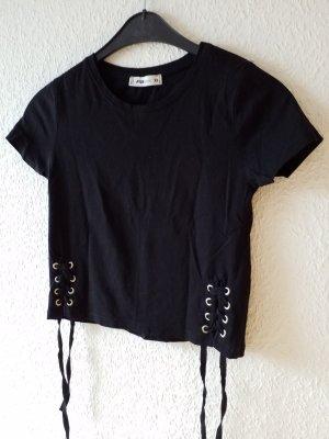 ausgefallenes schwarzes bauchfreies T-Shirt mit Bändern und silbernen Ösen
