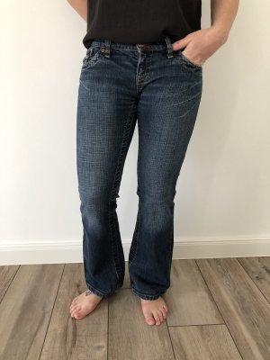 Ausgestellte Low Rise Jeans