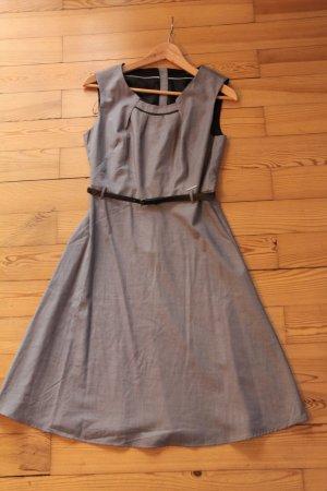 Ausgestelltes Business Etui Kleid Orsay Gr. 36