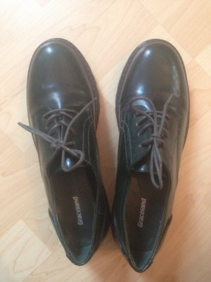 Aussagekräftiger, markanter Schuh