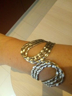Armlet silver-colored