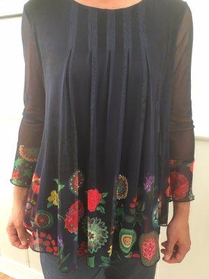Außergewöhnliche Bluse mit Netzanteil