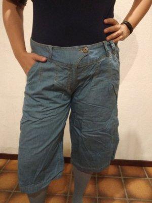 Außergewöhnliche Jeanshose sucht neue Trägerin