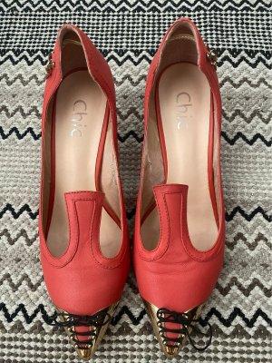 Außergewöhnliche rote kleine Pumps