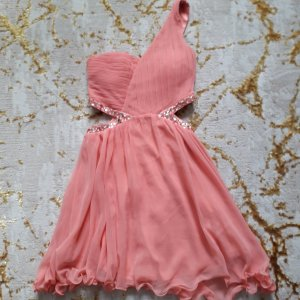 AX Paris Vestido cut out rosa claro