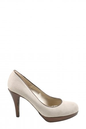 b.c. High Heels cream casual look