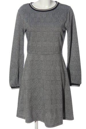 B.young Robe en maille tricotées noir-blanc imprimé allover