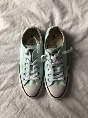 Baby blaue Converse