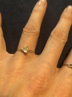 BABY D TRIANGLE - white Ring mit weißer Zirkon 14k Gelbgold Margova Jewellery