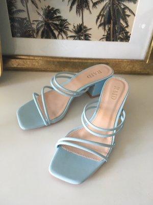 Babyblaue Sandaletten mit Blockabsatz