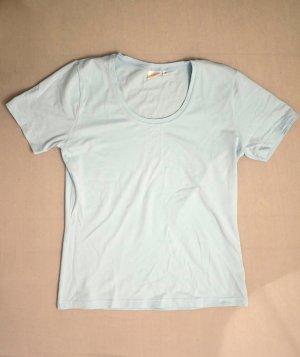 Babyblaues Shirt