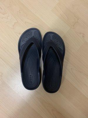 Crocs Sandały plażowe ciemnoniebieski