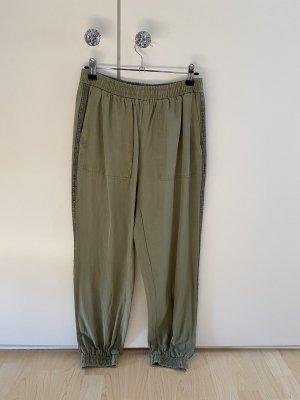 Baggy Pants / lockere Stoffhose mit Zierstreifen