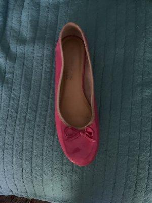 Tamaris Bailarinas de charol con tacón rosa