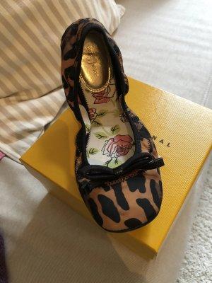 Ballerina mit Leoparden-Print