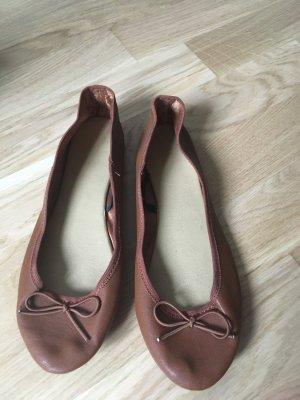 Ballerinas in schönem Braun