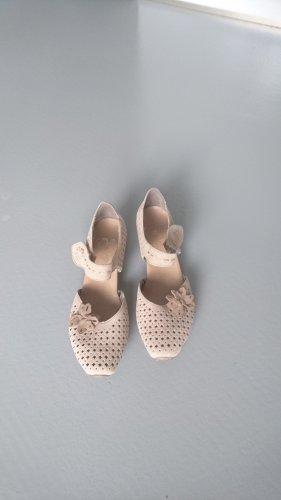 Ballerinas mit mittelhohem Absatz