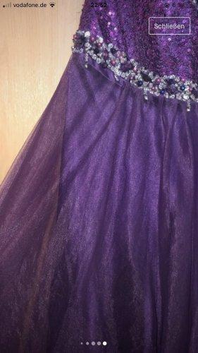 / Robe de bal violet foncé