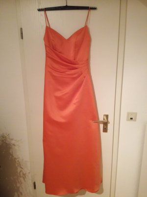 Ballkleid in Apricot