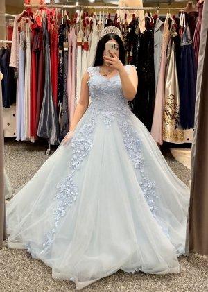 Sukienka z rękawem balonowym błękitny-baby blue