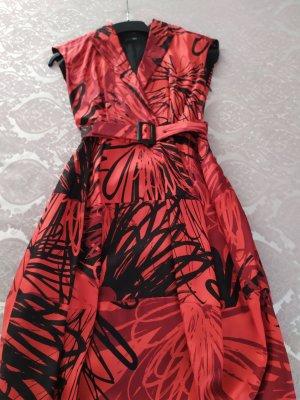 Hugo Boss vestido de globo negro-rojo