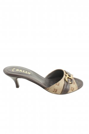 Bally Sandalias con tacón crema-marrón letras bordadas look casual