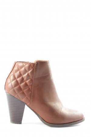 Bamboo Zipper Booties brown quilting pattern casual look