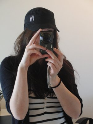 Basecap, schwarz mit NY-Stickerei und Pailletten - NEUWERTIG