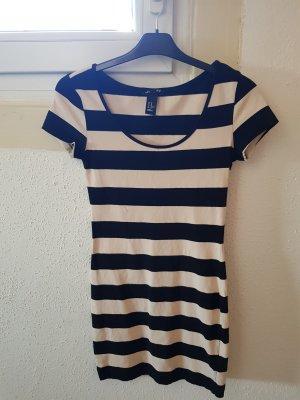 Basic H&M Kleid (betont Figur etwas)