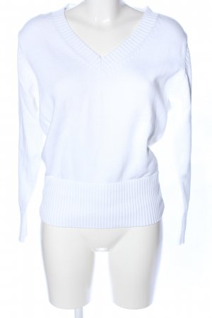 Basic Line V-Neck Sweater white casual look