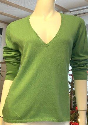 Ballantyne V-Neck Sweater meadow green