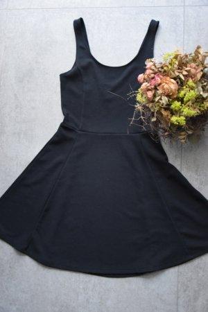 Basic Schwarzes Trägerkleid