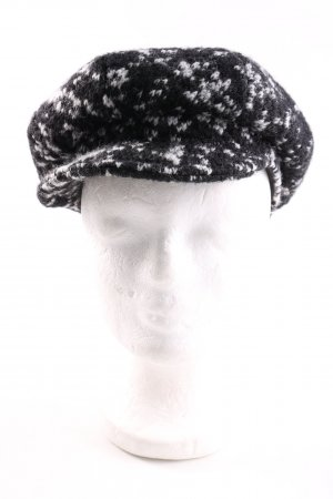 Beret black-white flecked casual look