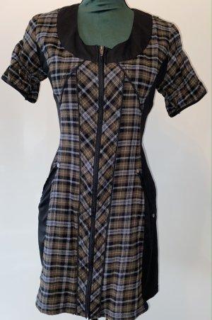 Baumwoll-Kleid - figurbetonend!
