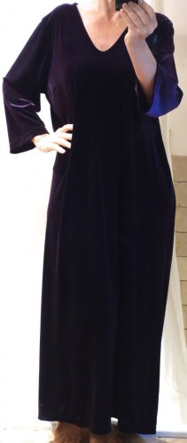 BB Design Jytte Meilvang Kleid, Hauskleid, Maxi, Samt, violett, sehr dunkles violett, edel und schön, 90% Polyester, 10% Elasthane, ungetragen, NEU, Gr. L, Gr. 42/44/46