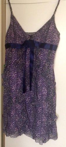 BCBG MaxAzria Kleid, UvP: 250€, Lila, geblümt mit blauem Bandgürtel, Spaghettiträger, Gr.12