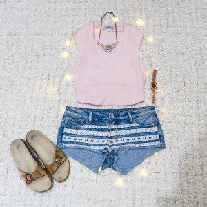 Beach Babe | Denim-Shorts mit weißer Spitze