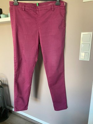 Beerenfarbene Chino Hose von United Colors of Benetton, Gr. 42