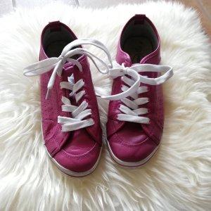 Beerenfarbene Sneaker